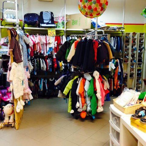 Il negozio IL CAPOVOLTO di Mantova è un grande spazio di 110 mq accogliente  e coloratissimo 1ffeeeb6c8c